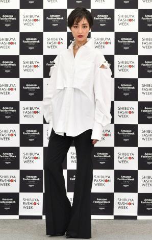 サムネイル 『第8回 渋谷ファッションウイーク』最終日イベントに出席したシシド・カフカ