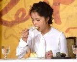 吉川兼吉レシピを再現された料理を試食 (C)ORICON NewS inc.
