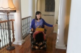 「車いすの演技は、つい足が動きそうになって困りました」(菊池桃子)(C)テレビ朝日