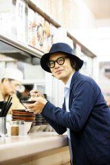 岸田繁作詞作曲のCD「そばを食べれば」が駅そば店で販売決定