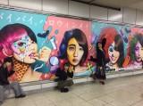 JR山手線渋谷駅ホームに夢みるアドレセンスの巨大広告が出現