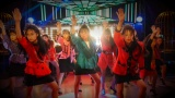 大阪府立登美丘高校ダンス部の高校生たちとバブルダンスで共演した平野ノラ(C)テレビ朝日