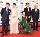 『第30回東京国際映画祭』のオープニングイベントに登場した小西真奈美(左から2番目)ら (C)ORICON NewS inc.