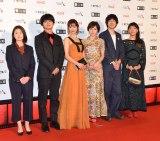 『第30回東京国際映画祭』のオープニングイベントに登場した松岡茉優(右から3番目)ら (C)ORICON NewS inc.