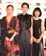 『第30回東京国際映画祭』のオープニングイベントに登場した常盤貴子(左)ら (C)ORICON NewS inc.