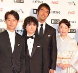 『第30回東京国際映画祭』のオープニングイベントに登場した染谷将太(左から2番目)ら (C)ORICON NewS inc.