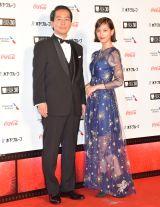 『第30回東京国際映画祭』のオープニングイベントに登場した本田翼(右) (C)ORICON NewS inc.