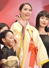 『第30回東京国際映画祭』のオープニングイベントに登場した巫女姿の広瀬アリス (C)ORICON NewS inc.