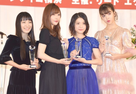 サムネイル (左から)miwa、指原莉乃、川島海荷、藤田ニコル (C)ORICON NewS inc.