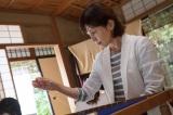 10月26日放送、『科捜研の女』第2話より。科学者マリコ(沢口靖子)が刺繍に熱中(C)テレビ朝日