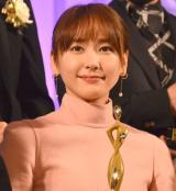『東京ドラマアウォード2017』の授賞式に出席した新垣結衣 (C)ORICON NewS inc.