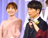 『東京ドラマアウォード2017』で主演女優賞を受賞した(左から)新垣結衣、星野源 (C)ORICON NewS inc.