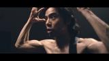 新曲MVの中で自ら髪にハサミを入れるエレファントカシマシ宮本浩次