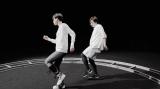 KOHARU SUGAWARA(左)のダンスバトルで話題を呼んでいる三浦大知の新曲「Unlock」MV