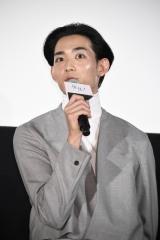 映画『先生! 、、、好きになってもいいですか?』初日舞台あいさつに出席した竜星涼