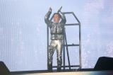 宇宙船のカプセルから登場した岡村隆史=『ニッポン放送 オールナイトニッポン50周年 岡村隆史のオールナイトニッポン歌謡祭 in 横浜アリーナ2017』より