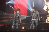 一夜限りの「Toshl&隆史」結成した(左から)X JAPANのToshl、岡村隆史=『ニッポン放送 オールナイトニッポン50周年 岡村隆史のオールナイトニッポン歌謡祭 in 横浜アリーナ2017』より