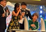 スケッチブックで定岡遊歩さんを叩き、「まだ所属じゃなかった、ごめん」と謝る小島瑠璃子 (C)ORICON NewS inc.
