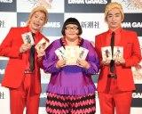 『新潮社×DMM GAMES「文豪とアルケミスト」』の記者発表会に出席した(左から)カズレーザー、安藤なつ、羽田圭介氏 (C)ORICON NewS inc.