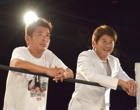 西口プロレス 10月大会のメインイベントに参加した(左から)勝俣州和、哀川翔 (C)ORICON NewS inc.