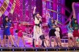 10月31日放送、NHK総合『うたコン』荻野目洋子×女子高生ダンサーによる「ダンシング・ヒーロー」リハーサルの模様(写真提供:NHK)