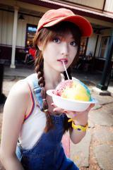 シェイブアイスを食べる松村沙友理
