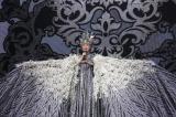 「フェニックス」の衣装で『ニコニコ超パーティー2017』に出演した小林幸子