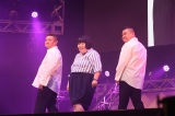 『KOYABU SONIC』に出演しブルゾン藍with U・Kを披露する(左から)烏川耕一、酒井藍、川畑泰史