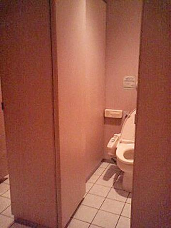 """職場や公共トイレに求めること、男性からは""""完全個室化""""を望む声が多数寄せられた"""