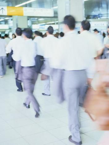 東日本大震災の発生は、社会人の仕事面に与えた影響も大きかったようだ