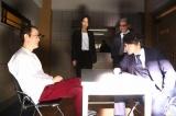 フジテレビ系連続ドラマ『刑事ゆがみ』第5話に出演するリリー・フランキー、稲森いずみ、仁科貴、神木隆之介 (C)フジテレビ