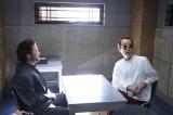 フジテレビ系連続ドラマ『刑事ゆがみ』第5話に出演する浅野忠信、リリー・フランキー (C)フジテレビ