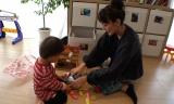 2歳児の子育てにも奮闘する日々(C)関西テレビ