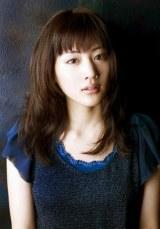 """第5回『女性が選ぶ""""なりたい顔""""ランキング』で、初の1位に選ばれた綾瀬はるか"""