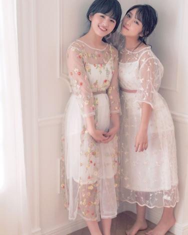 サムネイル 乃木坂46全46人がモデルを務める『N46MODE』(左から)大園桃子、与田祐希