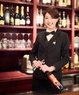 『男のためのハズさないワイン術』を発売するワインソムリエ・竹内香奈子