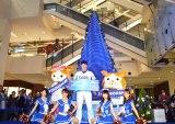 『Wishing-Star-Christmas-Tree』点灯式に出席した井納翔一選手(中央) (C)ORICON NewS inc.