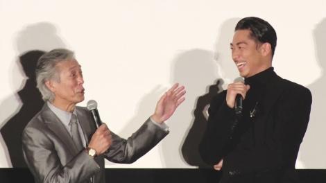 岩城滉一(左)とAKIRA(右) 映画『HiGH&LOW THE MOVIE 3/FINAL MISSION』初日舞台あいさつに登壇。(C)ORICON NewS inc.