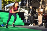 『御堂筋オータムパーティー2017 御堂筋ランウェイ』のグリーンカーペットを走るアリソン・フェリックス (C)ORICON NewS inc.