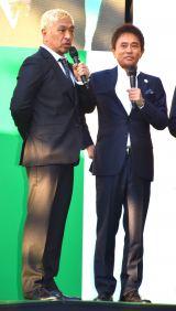 『御堂筋オータムパーティー2017 御堂筋ランウェイ』に出席したダウンタウンの松本人志(左)と浜田雅功 (C)ORICON NewS inc.