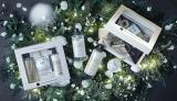 香りだけでなくボトルのパッケージもホワイトクリスマスを連想するような特別仕様となっている