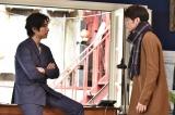 ドラマ『今からあなたを脅迫します』の新キャストに決定した間宮祥太朗(右)(C)日本テレビ
