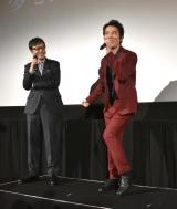 映画『火花』の試写会舞台あいさつに出席した(左から)板尾創路監督、桐谷健太 (C)ORICON NewS inc.