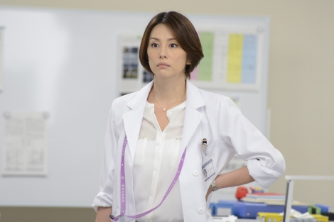 「秋ドラマ『ドクターX』を見た」を英語で言うと?(C)テレビ朝日