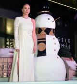 「雪の女王」をイメージした純白衣装で登壇した道端アンジェリカ (C)ORICON NewS inc.