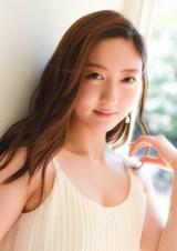 『キャンパスクイーンコレクション Smile! Fresh! Jump!』に登場する早稲田大学の高折沙羅(文藝春秋)
