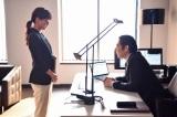 嵐・櫻井翔主演ドラマ『先に生まれただけの僕』(毎週土曜 後10:00)に出演する多部未華子、高嶋政伸 (C)日本テレビ