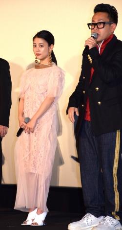 映画『泥棒役者』の公開初日舞台あいさつに参加した(左から)高畑充希、宮川大輔 (C)ORICON NewS inc.