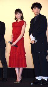 映画『泥棒役者』の公開初日舞台あいさつに参加した(左から)石橋杏奈、ユースケ・サンタマリア (C)ORICON NewS inc.