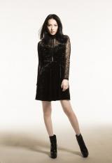 1人7役ドラマ主題歌「MY ID」のビジュアルは黒の衣装でCOOLにポーズ